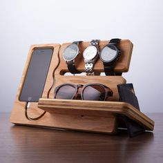 The Watch and Eye dock is minimalistic and a feature rich solution to both charge and display your Iphone This Dock/valet has an integrated Wood Crafts, Diy And Crafts, Diy Holz, Deco Design, Wood Design, Design Art, Carpentry, Woodworking Plans, Simple Woodworking Projects
