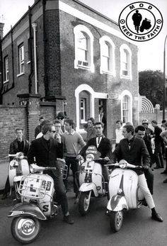 Celebrating the Mod culture Scooters Vespa, Lambretta Scooter, Motor Scooters, Vespa Bike, Mod Scooter, Scooter Girl, 60s Mod, Hippie Man, Youth Culture