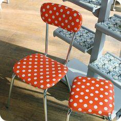 Meubles vintage > Chaises & fauteuils > Chaise de cuisine et tabouret années 60 à pois : Fabuleuse Factory