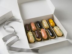 A delicadeza de nossas mini Éclairs. Perfeitas para presentear ou para levar em festas como lembrança!<br /><br />__________<br /><br />#eclairmoi #eclair #saopaulo #sp #paris #patisserie #jardins #dessert #food #desserts #yum #yummy #amazing #instagood #instafood #sweet #chocolate #cake #icecream #dessertporn #foodforfoodies #redvelvet