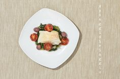 Assaggidiviaggio: Baccalà cotto a bassa temperatura sul letto di scarole con olive di Gaeta e pomodori confit