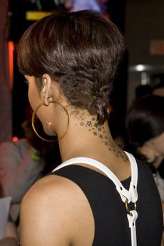 Rihanna Short Hairstyles Back And Front Google Search Hair Styles Short Hair Styles Black Women Hairstyles