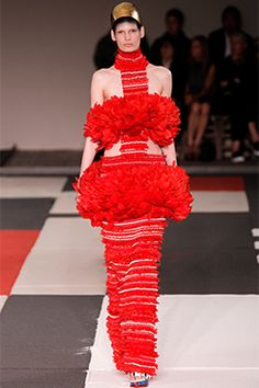 Défilé de mode A-H 2015 · Alexander McQueen Fashion Week, Paris Fashion,  Crazy Fashion, High Fashion, Runway Fashion cb412d61a3d