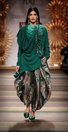 Tarun_Tahiliani_green full sleeves short kurta Patiala_Salwar