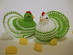 Cute nesting hens for springtime.  Pattern for sale @ Ravelry