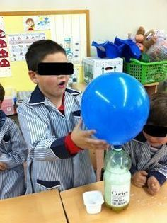 Experimento de Iniciación a la Química en el que inflamos un globo a partir del CO2 generado por la reacción química de Vinagre y Bicarbonato