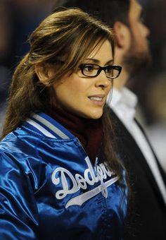 A Look at Random Hot Girls in Sports - Alyssa Milano…glasses debrah - Cute Glasses, New Glasses, Girls With Glasses, Glasses Style, Alyssa Milano Hot, Dodgers Girl, Dodgers Fan, Dodgers Baseball, Serie Charmed