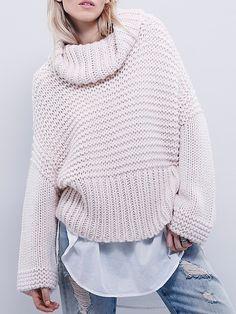 Turtleneck Oversized Pink Sweater 19.67 http://www.romwe.com/Turtleneck-Oversized-Pink-Sweater-p-130175-cat-735.html