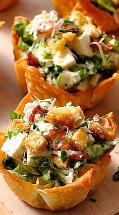 Everything tastes better in miniature form! These Caesar Salad Wonton Cups are made using wonton wrappers as the cups. They bake crispy and golden with just a light spray of oil. A great shortcut for appetizers! Appetizers For Party, Appetizer Recipes, Salad Recipes, Wonton Appetizers, Wonton Recipes, Appetizer Ideas, Chicken Recipes, Detox Recipes, Recipes With Wonton Wrappers