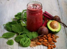 Beetroot Cinnamon Smoothie - Beetroot is an excellent source of folic acid and a very good source of fibre, magnesium, iron and potassium. This deliciously vibrant smoothie, enjoyed for breakfast or as a snack packs a powerful flavour punch. Yummy Smoothies, Juice Smoothie, Smoothie Recipes, Juice Recipes, Cacao Recipes, Vegan Recipes, Cooking Recipes, Healthy Life, Healthy Eating