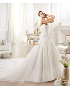 Pronovias presents the Ondara wedding dress. Inexpensive Wedding Dresses, Elegant Wedding Gowns, Wedding Dresses 2014, Wedding Bridesmaid Dresses, Perfect Wedding Dress, Cheap Wedding Dress, Bridal Dresses, Pronovias Wedding Dress, Wedding Dress Organza
