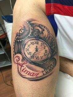Tatuaje reloj de bolsillo vintage, realizado por Esther Limones en Gato Santo Tattoo. Tatuaje Tattoo reloj Estherlimonestattoo blanco y negro, realismo realista