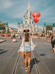 Girly Disneyland Paris Stil Walt Disney World / / Disney Style / / Disney Tee / / . Disneyland Photography, Disneyland Photos, Disneyland Outfits, Disney World Outfits, Disneyland Outfit Summer, Disneyland Paris, Cute Disney Outfits, Hongkong Disneyland Outfit, Disneyland Orlando