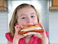De sobra es conocido el vínculo entre comida basura y obesidad infantil, pero ahora un estudio realizado en la Universidad del Estado de Ohio apunta a que también afecta al rendimiento escolar. Los investigadores han descontado otros factores que pueden coincidir con una dieta de mala calidad.