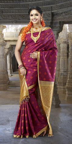 Beautiful maroon kanjeevaram silk saree. The fine detail on this saree is exquisite.