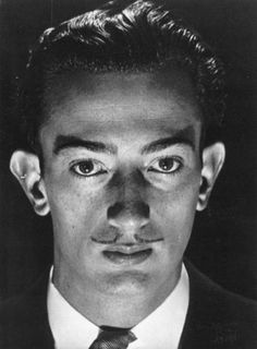 Salvador Dalí, Paris, by Man Ray. (Dalí AND Man Ray? Photography at its finest! Salvador Dali, Takashi Murakami, Man Ray Photographie, Paris, Charles Darwin, Art Moderne, Andy Warhol, Famous Faces, Famous Artists