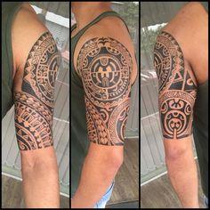 Meia manga e parte interna. #maoritattoo #maori #polynesian #tattoomaori #polynesiantattoos #polynesiantattoo #polynesia #tattoo #tatuagem #tattoos #blackart #blackwork #polynesiantattoos #marquesantattoo #tribal #guteixeiratattoo #goodlucktattoo