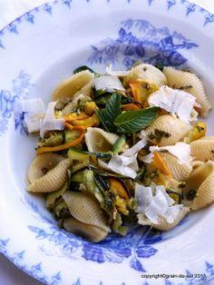 grain de sel - salzkorn: Angespitzt: Pasta mit gebackener Zucchini