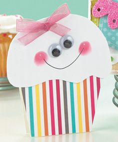 Happy Cupcake Card- Fingerprint cheeks-Cute, Easy OMG @Lynn Desroche, Bug would go POSTAL if she got this card! eek! I'm gonna have to make it! :)