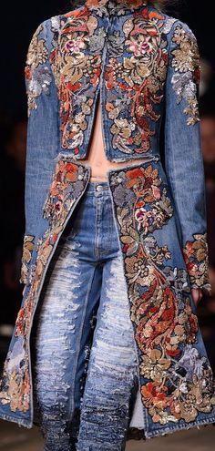 Alexander McQueen at Paris Fashion Week Spring 2016 - Fashion World - Denim Fashion Denim Fashion, Boho Fashion, Fashion Outfits, Womens Fashion, Fashion Trends, Dress Fashion, Fashion Black, Fashion Spring, Fashion Art