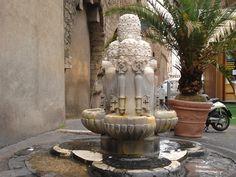 Fontana delle tiare - Roma by womansea, via Flickr