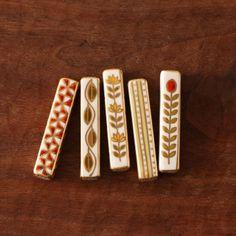 【当店限定】美しい金彩色絵の箸置きセット。スタイルストア専属のバイヤーが、6つのこだわりの選定基準で選んだ「Studio Karakusa/金彩色絵箸置きセットa」の通信販売ができる紹介ページです。
