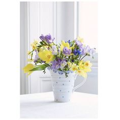 Celebrate the season with fresh flowers!  How to create the perfect spring table by Sophie Conran | Fenwick. Sophie Conran for Portmeirion Blue Large Pitcher pictured.