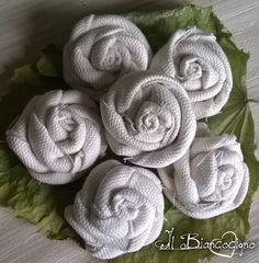 Roselline in cotone  #handmade #craft #handmadewithlove #creativity #rosa #rose #roses #fabricroses #seguiteilbiancocigno