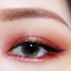 Read information on eye makeup looks Korean Makeup Tips, Korean Makeup Look, Korean Makeup Tutorials, Asian Eye Makeup, Eye Makeup Art, Cute Makeup, Pretty Makeup, Makeup Inspo, Makeup Inspiration