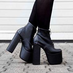 @nuehai wearing the black Tequila platforms #deandri