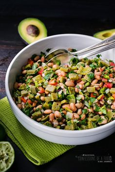 Confessions of a Foodie: Enselada de Nopales (Cactus Salad with fresh beans) -- vegan, gluten free and diabetic-friendly, this salad is refreshing and a nutrient dense food. Vegetarian Mexican, Mexican Food Recipes, Dog Food Recipes, Vegetarian Recipes, Cooking Recipes, Healthy Recipes, Mexican Dishes, Cooking Pork, Cooking Salmon
