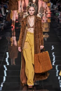 Fendi Spring 2020 Ready-to-Wear Collection - Vogue fashion 2020 Vogue Fashion, Fashion Week, Runway Fashion, Spring Fashion, Fashion Show, Fashion Outfits, Fashion Design, Paris Fashion, Germany Fashion