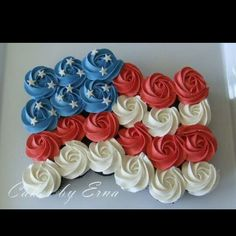 Perfect for the 4th of July or Memorial day/ cupcake ideas / national holiday cupcakes/ American flag cupcakes