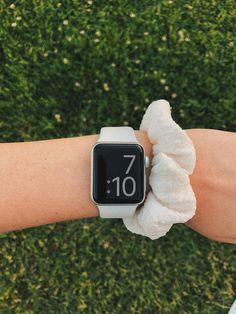 Ysl Crossbody Bag, Apple Watch Fashion, Apple Watch Accessories, Dream Watches, Apple Products, Smartwatch, Fashion Watches, Bracelet Set, Scrunchies