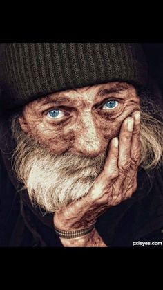 Portrait of a homeless man ~ Look at the depth of emotion in his eyes.Portrait of a homeless man ~ Look at the depth of emotion in his eyes. Beautiful Eyes, Beautiful People, Amazing Eyes, Photoshop Pics, Old Faces, Homeless Man, Homeless People, Too Faced, Interesting Faces