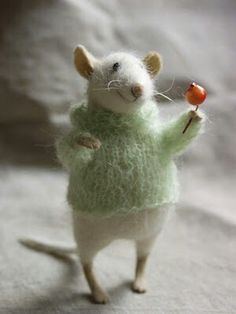 Gorgeous stuffed mouse figure!! Lovely!