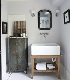 To make guests feel at home, interior designer Bunny Williams suggests providing a handy surface for toiletries. A cabinet, table, or stool in the bathroom guarantees visitors won't have to balance their Dopp kits on the edge of the sink in the bathroom. Bad Inspiration, Bathroom Inspiration, Warm Paint Colors, Bathroom Decor Pictures, Bathroom Ideas, Design Bathroom, Bathroom Styling, Shower Ideas, Primitive Bathrooms