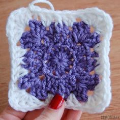 Follow this full photo tutorial to make this original crochet granny square. ♥