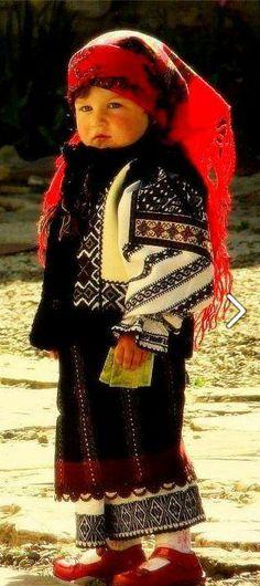 little girl wearing a costume Boy Costumes, Folk Costume, We Are The World, People Of The World, Folk Fashion, Ethnic Fashion, Beautiful Children, Beautiful People, Ukrainian Art