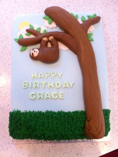Birthday cake with a fondant sloth hanging from a tree! Love Cupcakes, Love Cake, Cupcake Cookies, Birthday Treats, 1st Birthday Parties, Birthday Cake, Sloth Cakes, Dessert Decoration, Cute Cakes
