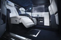 Rolls-Royce Phantom Limelight Collection 2015, Seats & Starlight Headliner. More Images On The Following Link: https://www.carspecwall.com/rolls-royce/bespoke-collection-cars/phantom-limelight-collection-2015/