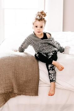 Cuteness overload in our Mini Slate Antigua Floral Leggings. | Photo by @janelledarnell | @albionfit
