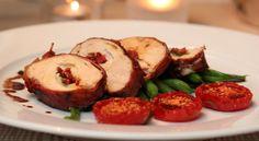 Kyllingrullade med mozzarella og soltørket tomat, balsamicosjy og aspargesbønner Gnocchi, Mozzarella, Food Inspiration, Baked Potato, Potatoes, Chicken, Baking, Ethnic Recipes, Note