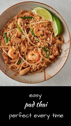 Finally an easier version of authentic pad thai cooked street food style. New Recipes, Dinner Recipes, Favorite Recipes, Healthy Recipes, Fish Recipes, Spicy Recipes, Vegetarian Recipes, Cooking Recipes, Easy Pad Thai