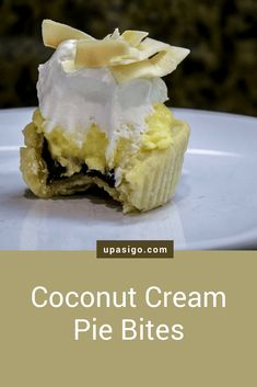 After my first taste of a Coconut Cream Pie Bite, I was in heaven. The creamy coconut cream filling with the flaky-chocolatey crust was so delicious. These easy Mini Coconut Cream Pie Bites are tasty, no-mess treats for your next party. Easy Smoothie Recipes, Easy Smoothies, Snack Recipes, Cinnamon Cream Cheese Frosting, Cinnamon Cream Cheeses, Toasted Coconut Chips, Mini Tart, Pumpkin Spice Cupcakes, Mini Pies