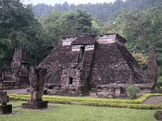 The Sukuh temple in Indonesia resembles the Mayan stepped pyramid - Did ancient birdmen build these pyramids?? Striking Hindu Temples With A Secret Ancient Connection Leading To The Maya And Sumer Civilization