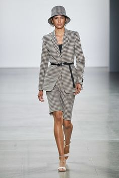 Elie Tahari Spring 2020 Ready-to-Wear Fashion Show Collection: See the complete Elie Tahari Spring 2020 Ready-to-Wear collection. Look 16 Printemps Street Style, Spring Street Style, Spring Summer Fashion, Cute Teen Outfits, Short Outfits, Outfits For Teens, Catwalk Fashion, Fashion Week, Fashion 2020