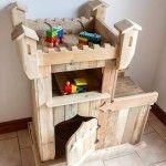 DIY Pallet Castle / Kids Playhouse