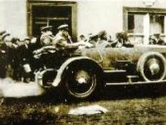 Hours before death: This photograph of Irish Free State leader Michael Collins (in the back of the car, left) hours before he was shot dead August 1922 Ireland 1916, Dublin Ireland, Find My Ancestors, Irish Free State, Irish Independence, Easter Rising, Irish People, Michael Collins, Amazing Cars