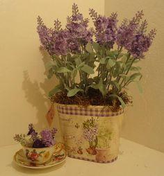 Vaso de metal ,flores lavanda,musgos. R$ 99,98